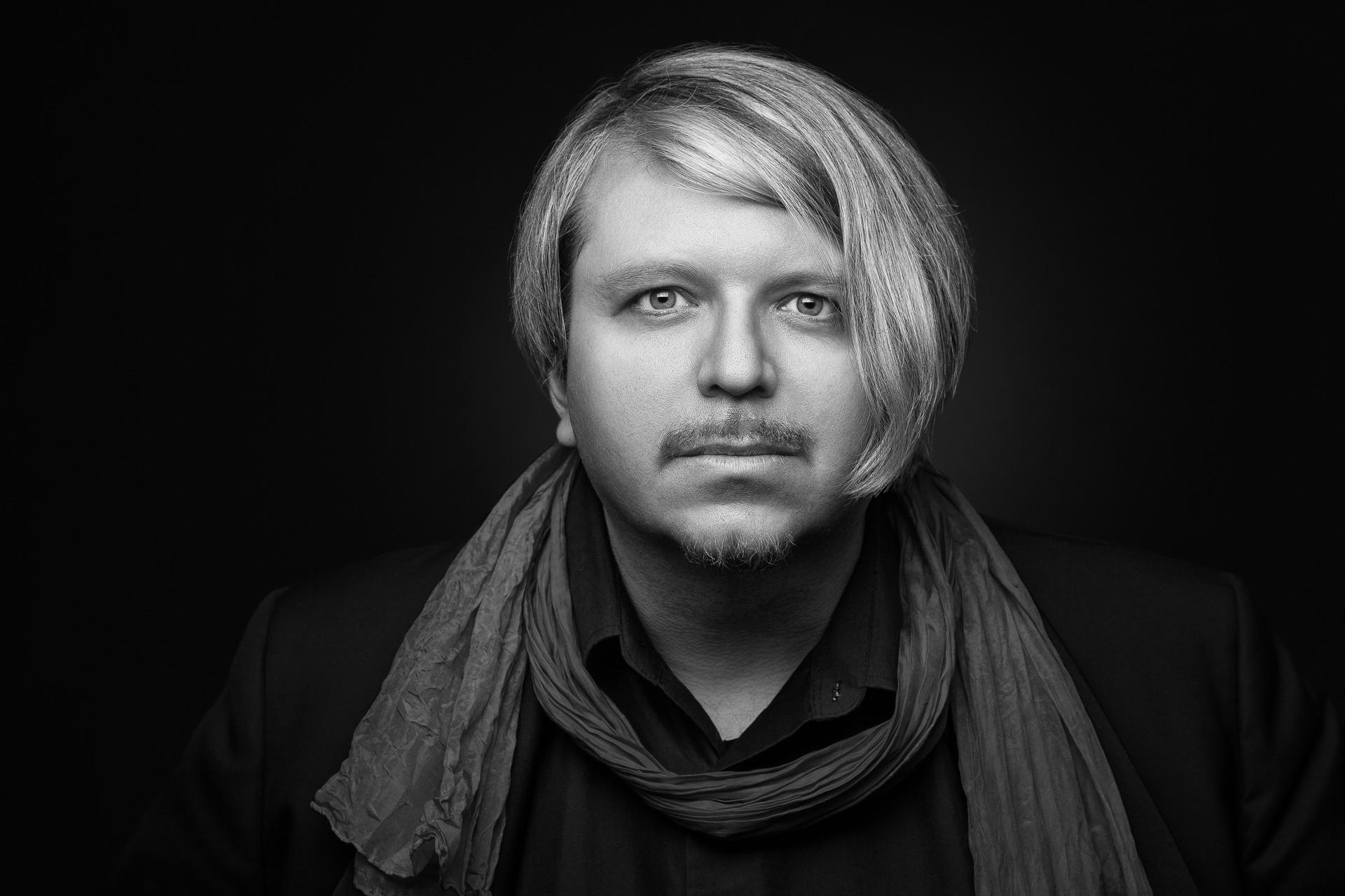 Robert Babicz - Forward Artists Booking Agency